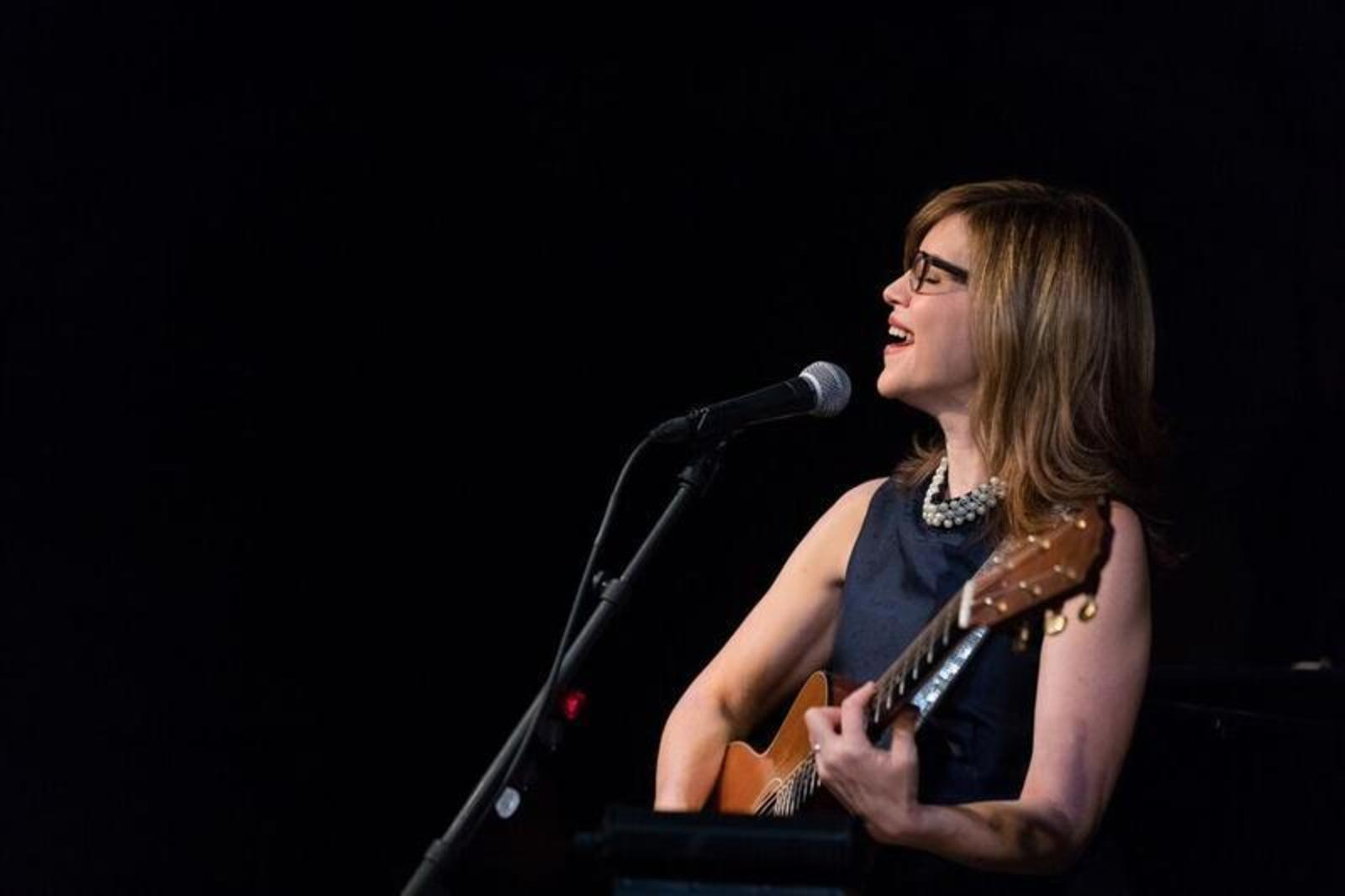 Lisa Loeb at The Cafe Carlyle